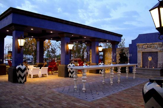 Hotel Encanto de Las Cruces: Azul Lounge Patio