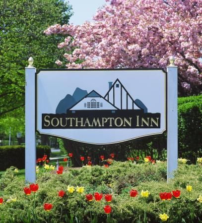 Southampton Inn: Front Sign