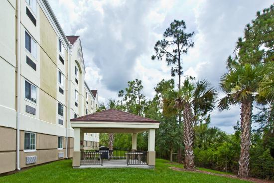 Candlewood Suites Ft Myers - I-75: Guest Patio