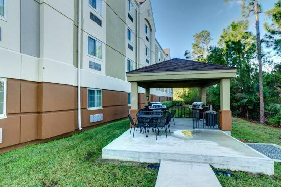 Candlewood Suites Ft Myers - I-75: Outdoor Gazebo & Grill