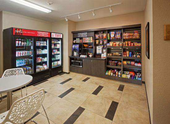 Candlewood Suites Chicago O'Hare: Candlewood Suites Cupboard