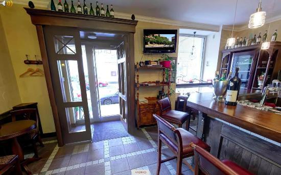 La Cantina : Interiors, main door