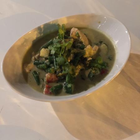 Dhom's Kitchen: green curry chicken