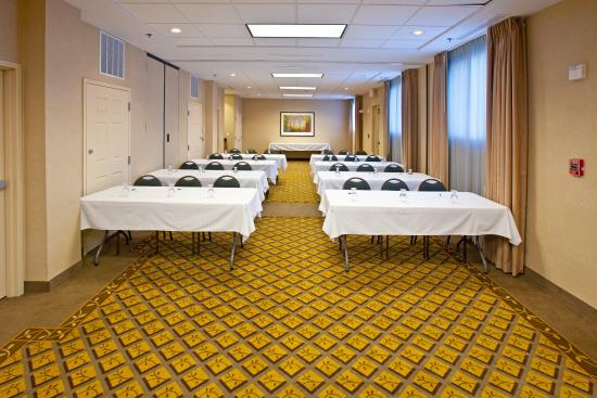 Candlewood Suites Indianapolis Dwtn Medical Dist: Host a meeting in our 900 square foot meeting space.