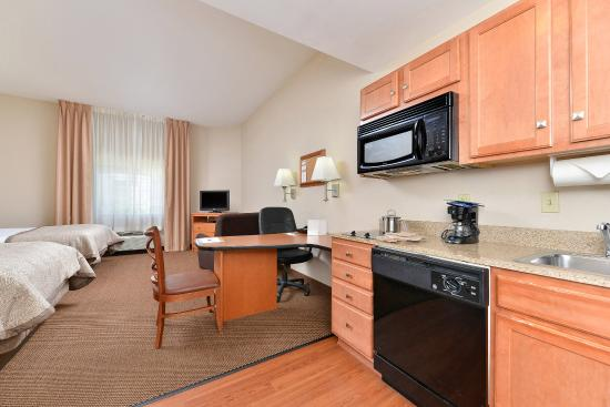Candlewood Suites Winchester: Double Bed Guest Room