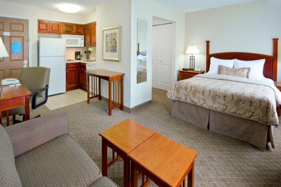 Staybridge Suites Cranbury: Suite