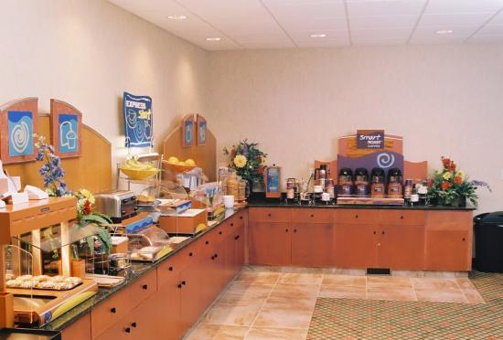 Holiday Inn Express Suites Airdrie: Express Start Breakfast Bar including 25 items