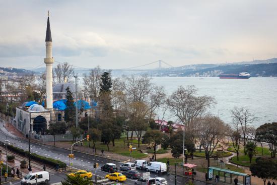 Anjer Hotel Bosphorus: Мост через Босфор. Вид из окна. День.