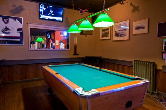Patricia Hotel: Pat's Pub & BrewHouse Pool Table