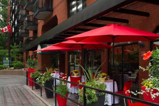 Cartier Place Suite Hotel: Cafe Mezzaluna Restaurant - Outdoor Patio