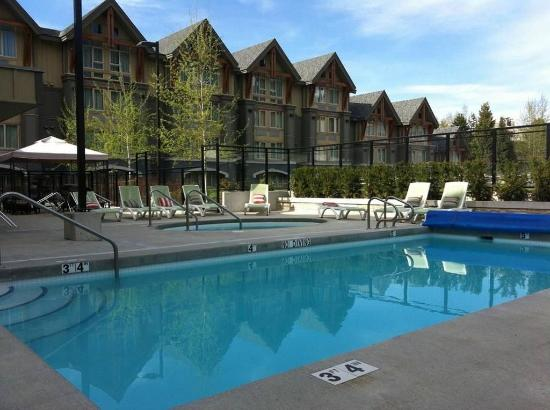 Aava Whistler Hotel: Pool