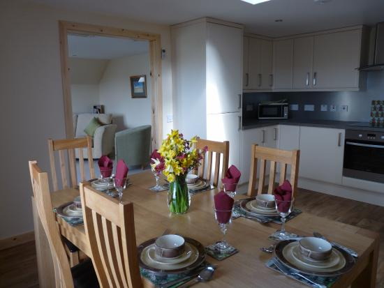 Dounby, UK: Kringla 3 dining area with kitchen and lounge in background