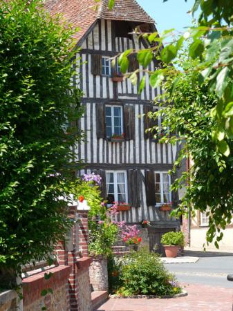 Maison à pans de bois à Blangy le Château dans le Pays d'Auge Calvados en Normandie -crédit Calv