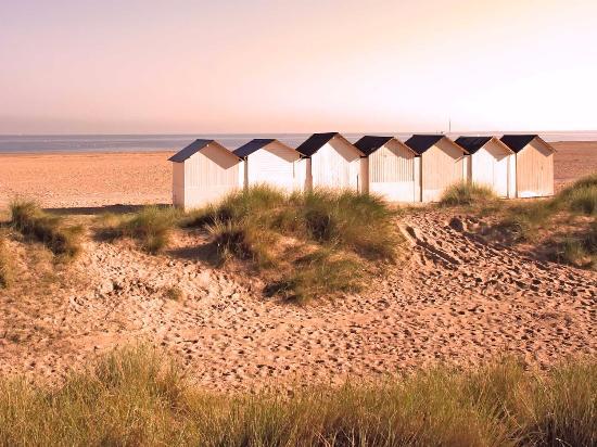 Cabines de plage à Ouistreham sur la côte normande - crédit Calvados Tourisme