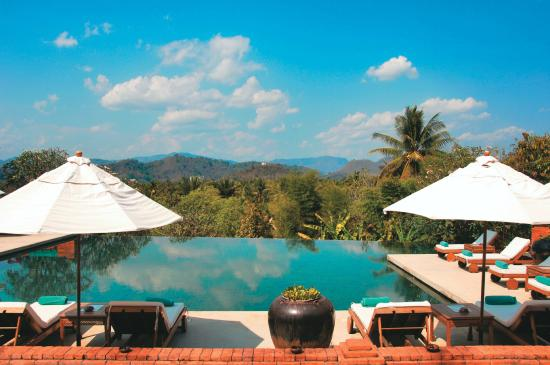 Belmond La Residence Phou Vao: Swimming pool with uninterrupted mountain views