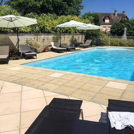 Logis de France Hotel: Outdoor, heated pool