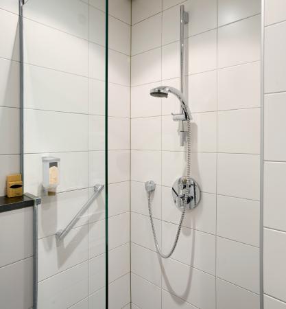 Hotel Amsterdam - De Roode Leeuw: Bathroom Detail
