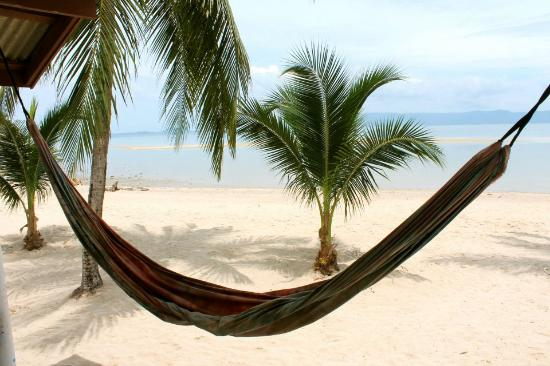 Mac's Bay Resort : Front of beach hut