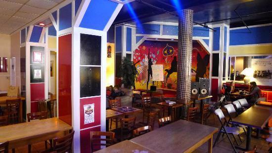 San Francisco International Hostel: área café a recreação
