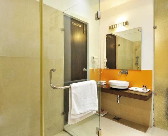 Hotel Aquamarine: Bathroom