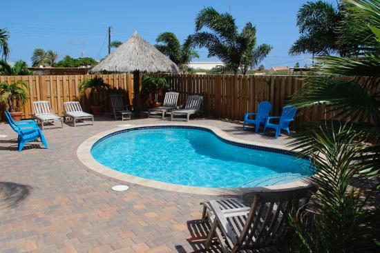 Pauline's Apartments Aruba: Pool