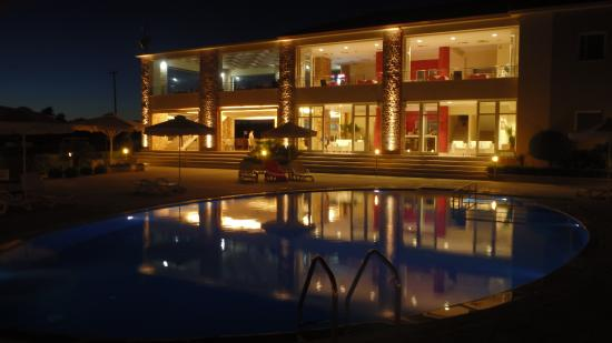 Glyfa, Hellas: Enjoying night drinks at the pool side.