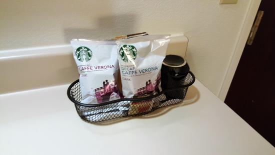 SpringHill Suites Austin Northwest/Arboretum: Starbucks in the rooms!