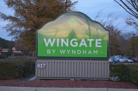 Wingate by Wyndham Chesapeake: Sign