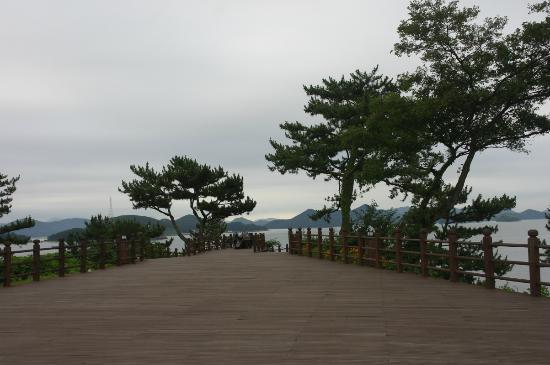 이순신장군님이 있는 데크 - รูปถ่ายของ Yi Sun-shin Park