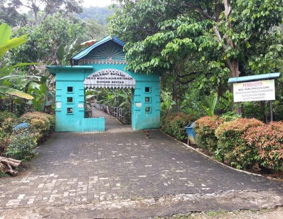 Bintan Island, Indonesia: start of the trail in Bintan Bekapur