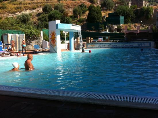 La piscina di acqua termale foto di hotel terme marino - Terme di castrocaro prezzi piscina ...