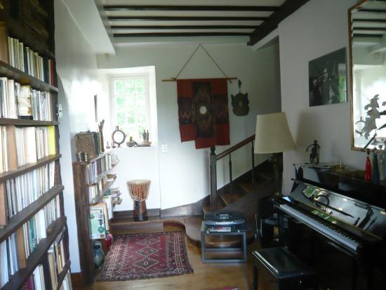 Paleyrac, France : LE PIANO YAMAHA DU MANOIR