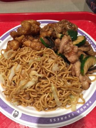 Panda Express: Noodles saltati con verdure e due tipi di pollo