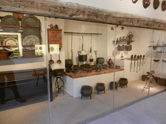 Antichi utensili da cucina foto di castello di for Utensili da cucina di design