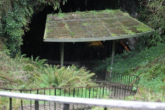 Dunmore Cave: Walking down