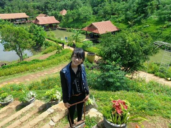Buôn Ma Thuột, Việt Nam: Kotam ngày nắng đẹp^^! Là một KDL mát mẻ, sạch đẹp, với nhiều loài hoa cây cối xanh mướt, không