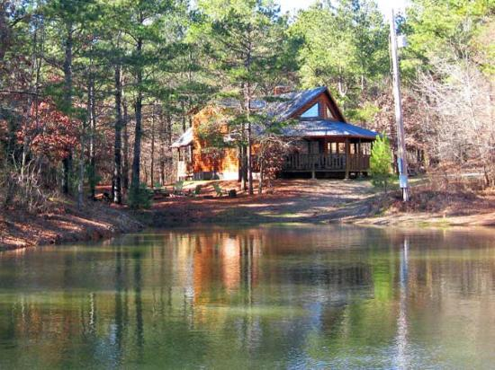 Beavers Bend Log Cabins: Redbud Retreat
