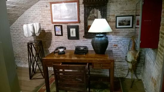 Hotel Oasis: Display of old artifacts at reception