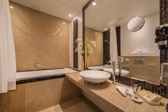 Savoy Boutique Hotel: Bathroom
