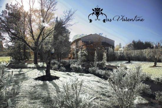 Le Mas Valentine avec son habit d'hiver