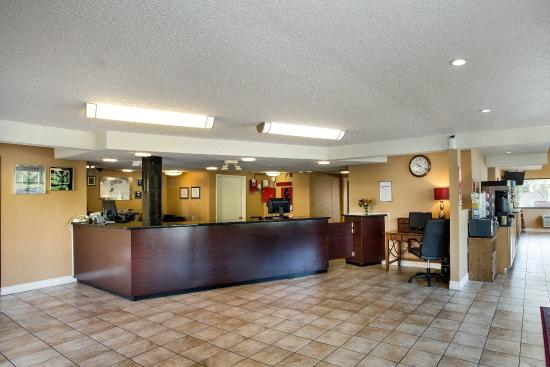 Econo Lodge Inn & Suites Bellingham: Front Desk
