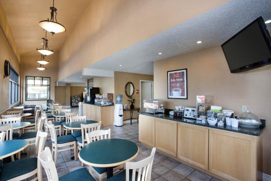 Econo Lodge Inn & Suites Bellingham : Breakfast