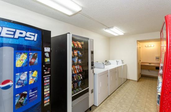 Econo Lodge Inn & Suites Bellingham : Vending Laundry