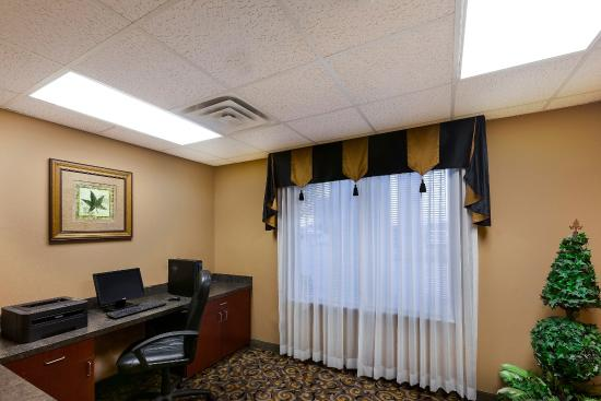 Comfort Suites University: Business Center