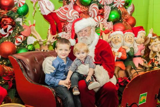 Kingsville, Canadá: Meet Santa at Colasanti's Tropical Gardens - Santa photos available