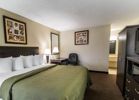 Quality Inn Daytona Speedway: Guest room