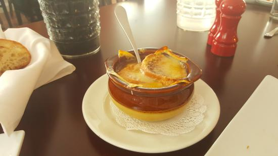 Barryville, Nowy Jork: Savory French Onion Soup with imported cheese