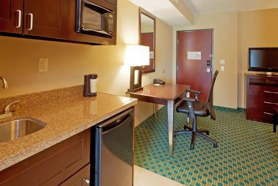 Holiday Inn Fort Worth North-Fossil Creek: King Suite