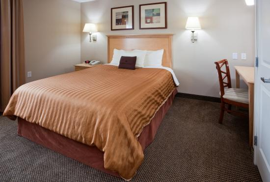 Brown Deer, WI: Queen Bed Guest Suite