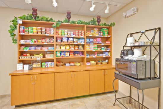 Candlewood Suites Paducah: Cupboard